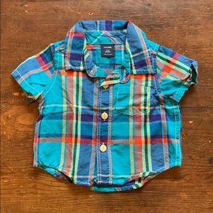 Gap short sleeved button down shirt